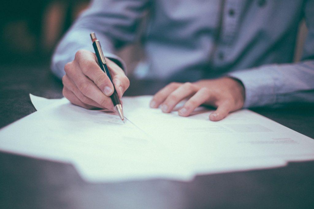 車の売却に必要な書類を解説 納税証明書や印鑑証明書など9点必要です