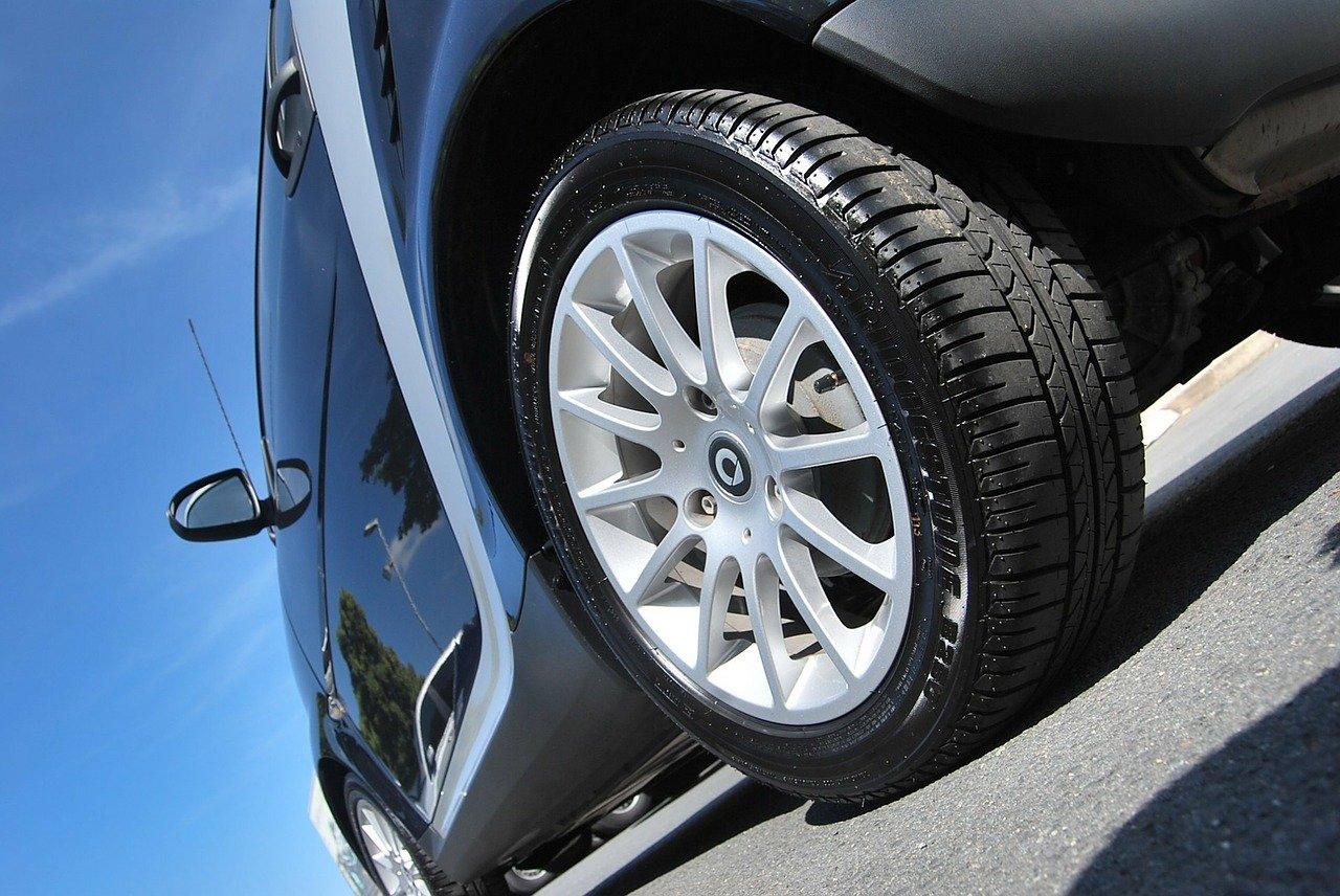 激安タイヤ 215/55R17のオススメタイヤと車種を徹底分析!